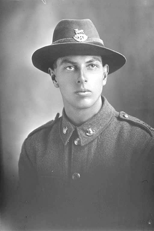 1/4 portrait of Private Erni Bond, Reg No 44680, Auckland Infantry Regiment, - A Company, 24th Reinforcements. Killed in action in France 4 Oct 1917. Battle of Passchendaele. - Auckland Libraries