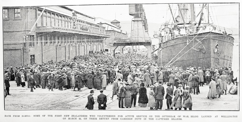Back from Samoa: some of the first New Zealanders who volunteered for active service on the outbreak of war, being landed at Wellington on March 22, on their return from garrison duty in the captured islands. - Auckland Libraries