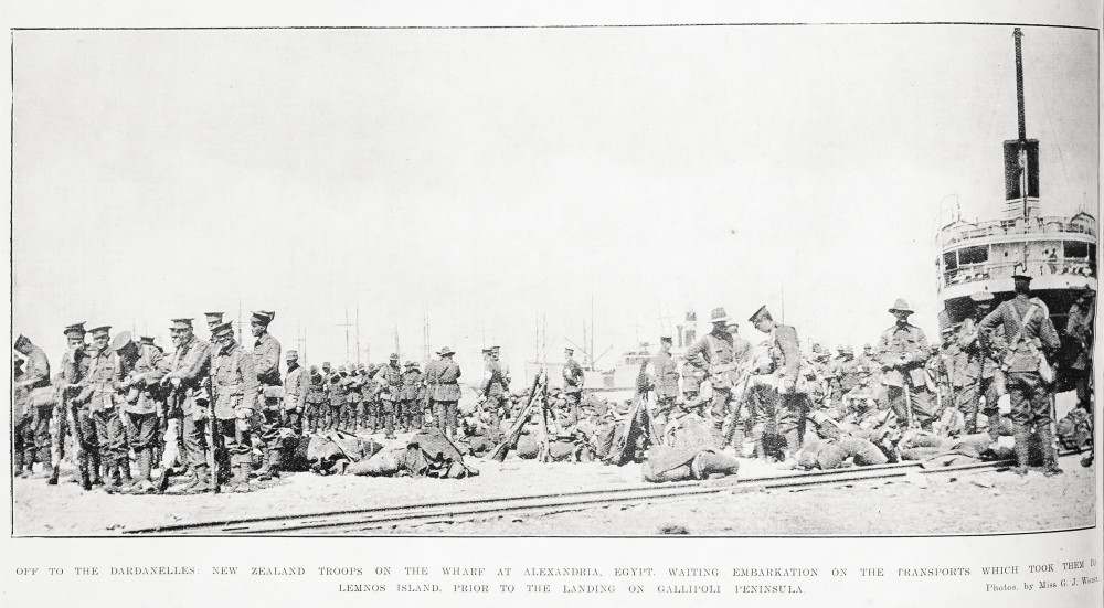 Off to the Dardanelles: New Zealand troops on the wharf at Alexandria, Egypt, waiting embarkation on the transports which took them to Lemnos Island, prior to the landing on Gallipoli Peninsula. - Auckland Libraries
