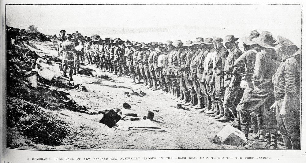 A memorable roll call of New Zealand and Australian troops on the beach near Gaba Tepe after the first landing. - Auckland Libraries