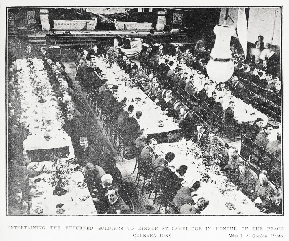 Entertaining the returned soldiers to dinner at Cambridge in honour of the peace celebrations. - Auckland Libraries