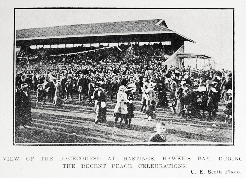 View of the racecourse at Hastings, Hawke's Bay, during the recent peace celebrations. - Auckland Libraries