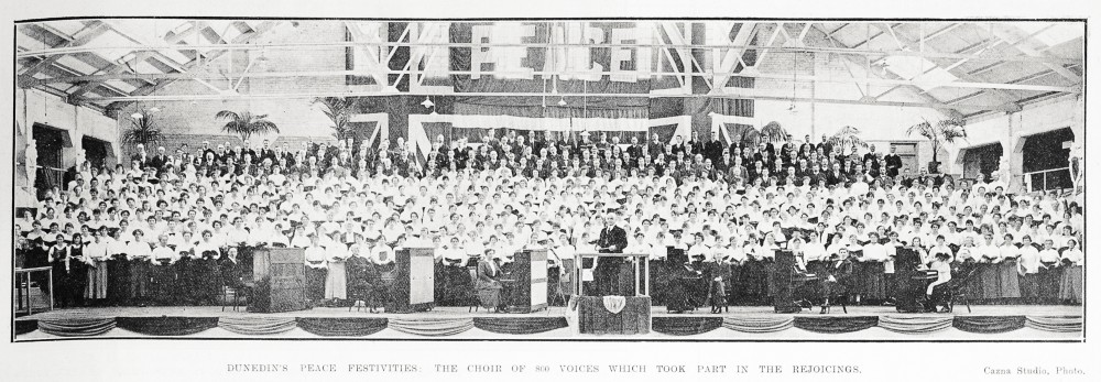 Dunedin's peace festivities: the choir of 800 voices which took part in the rejoicings. - Auckland Libraries