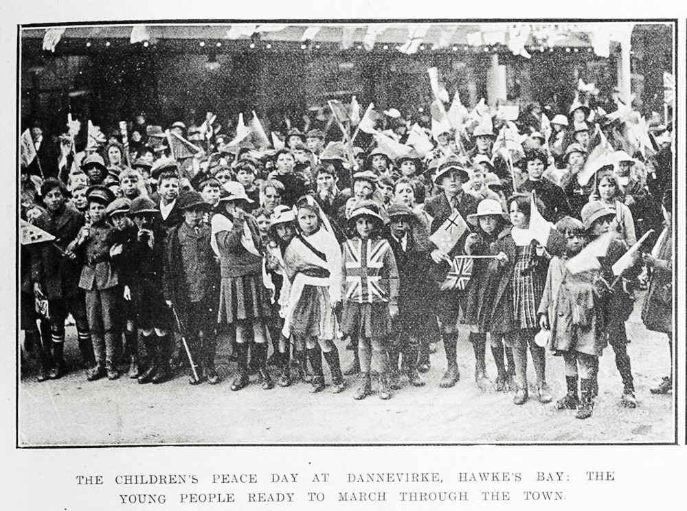 The children's Peace Day at Dannevirke, Hawke's Bay: the young people ready to march through the town. - Auckland Libraries