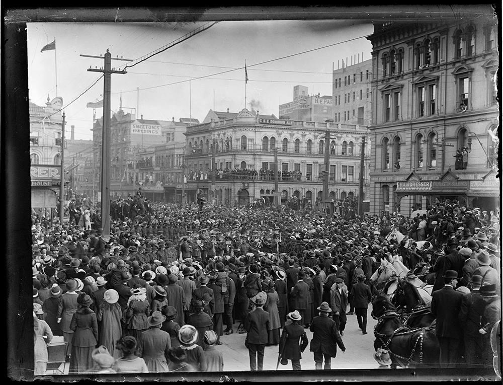 Peace celebrations in Queen Street, 1919 - Auckland Libraries