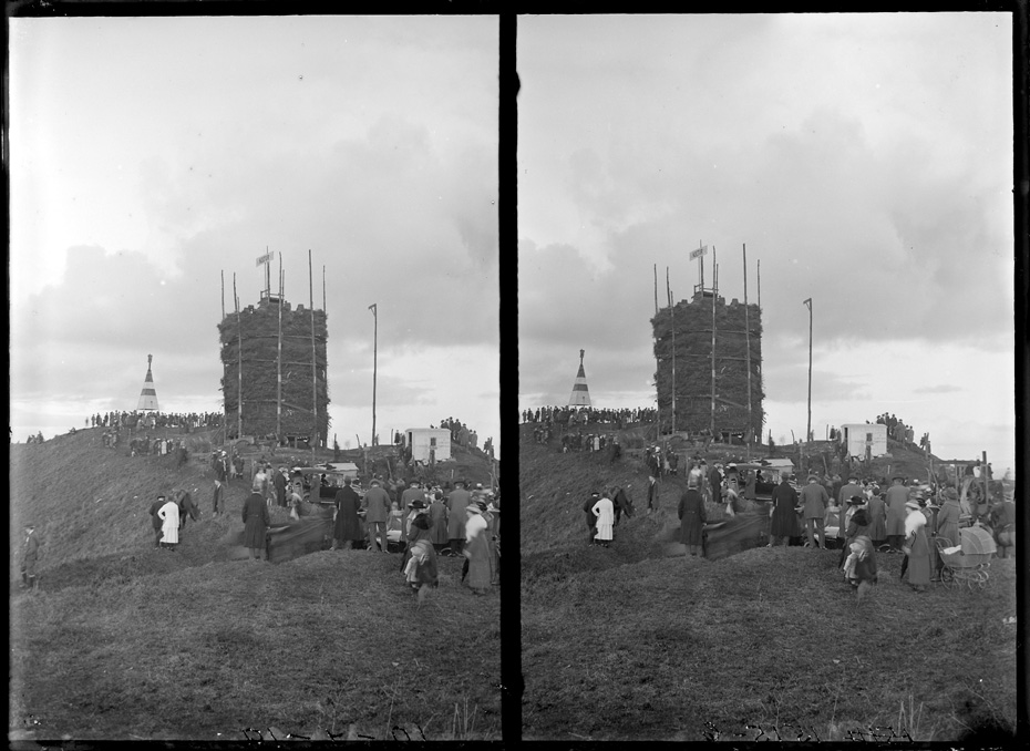 Peace celebrations on Mount Eden - Auckland Libraries