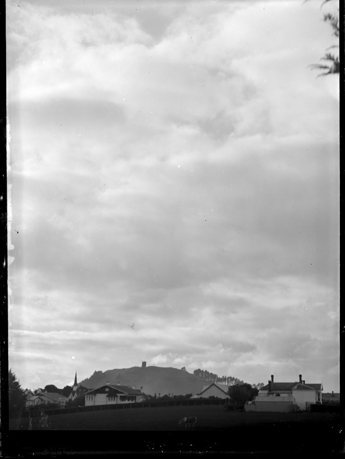 Showing the bonfire erected on Mount Eden for the peace celebrations after the First World War - Auckland Libraries